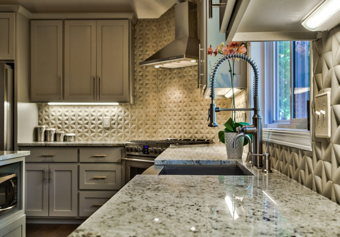 colonial-white-granite-install-kitchen-sarah-prater-designs-amoura-productions-3
